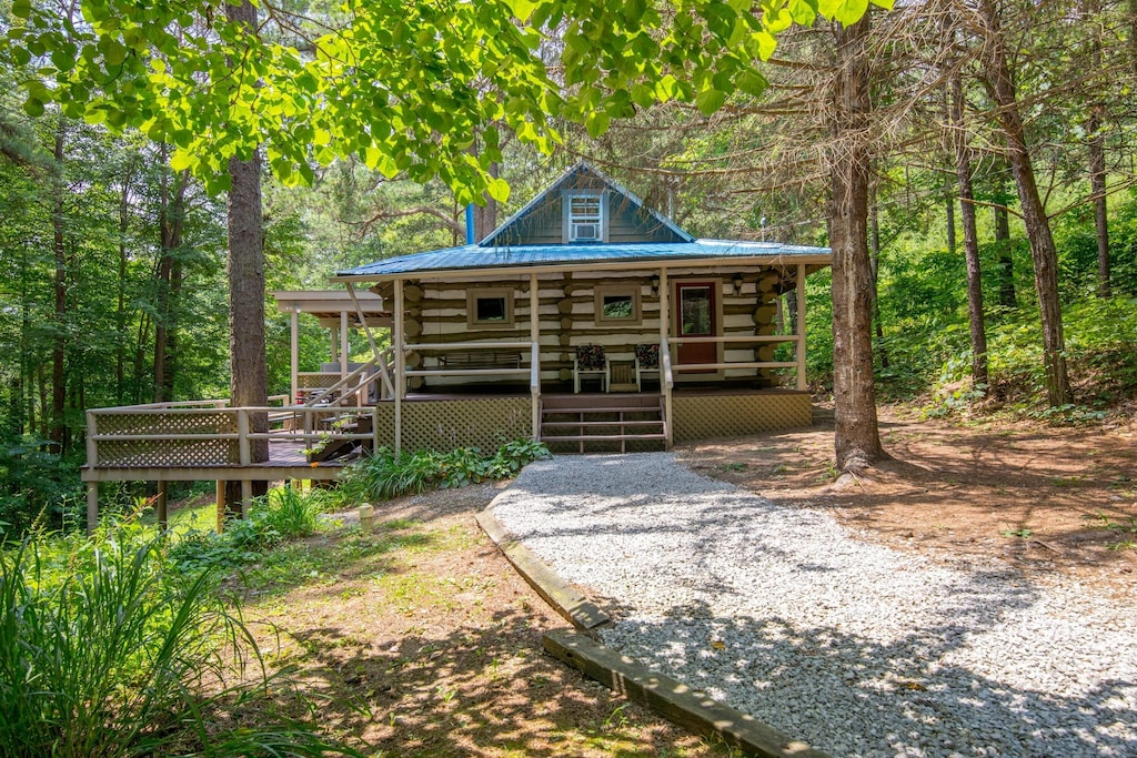 Luxury Cabins in Ohio pet friendly with hot tub and fire pit
