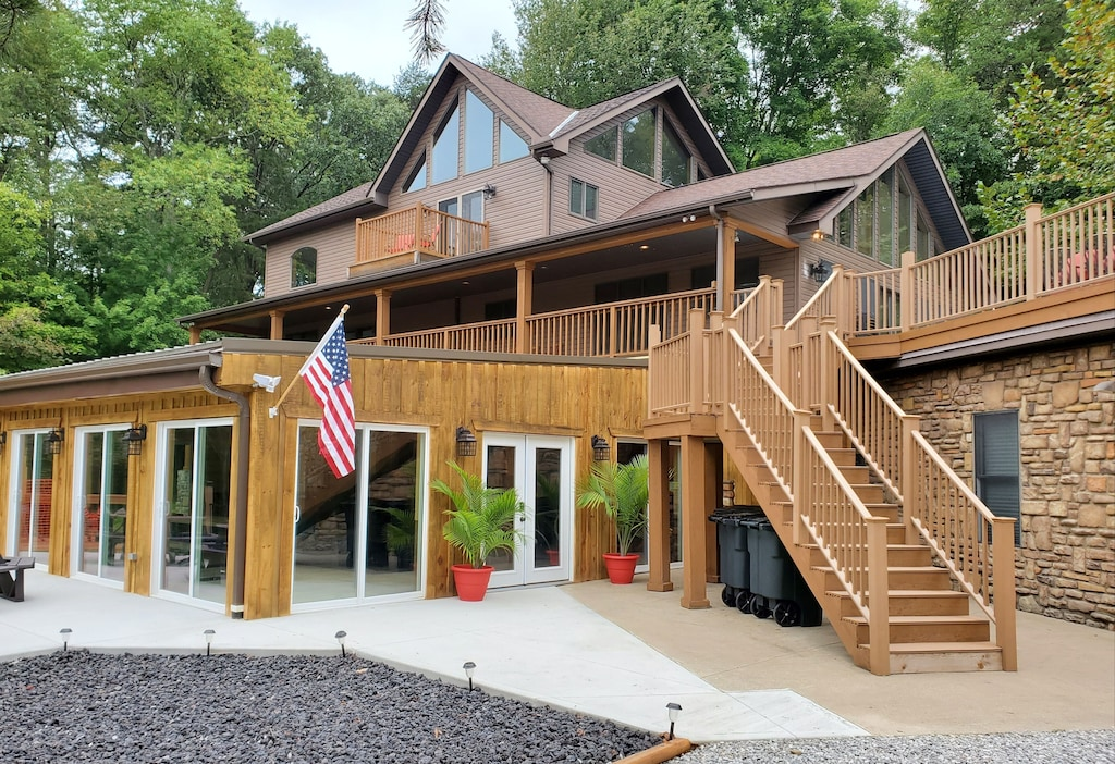 Luxury Cabins in Ohio with heated indoor pool and game room