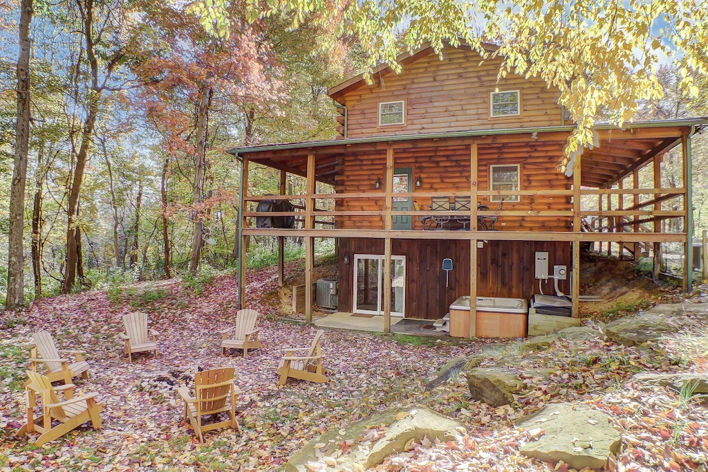 Luxury Cabins in Ohio with hot tub and fire pit