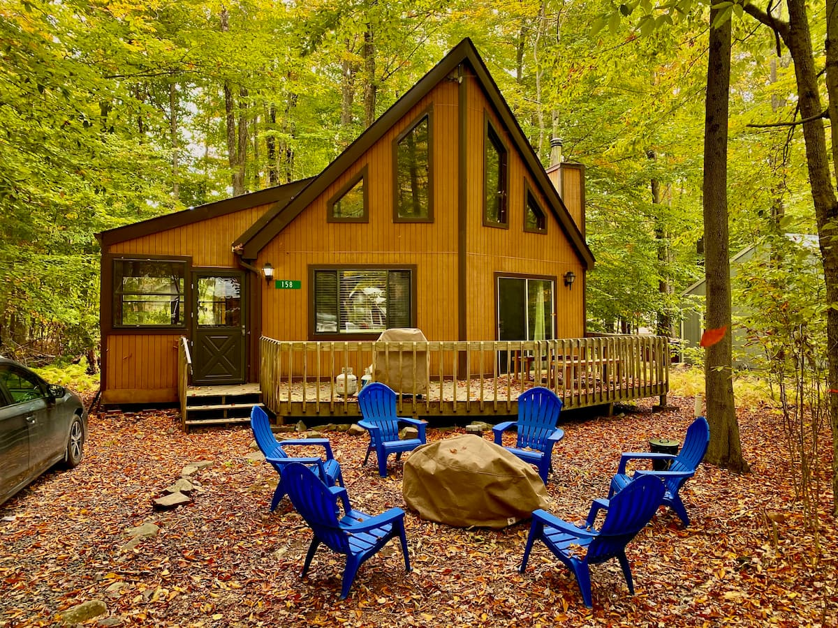 Luxury Cabins in Poconos arrowhead lake with pool and beach access