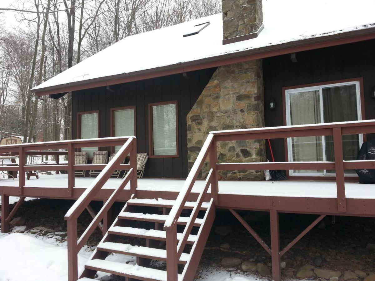 Luxury Cabins in Poconos close to skiing casino and water park