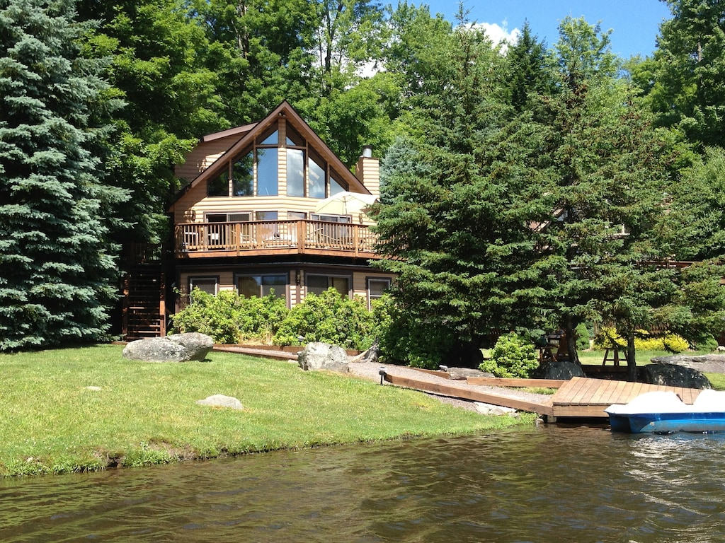 Luxury Cabins in Poconos lakefront with hot tub and pool access