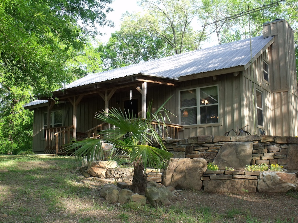 Secluded Cabins in Arkansas 17 acres retreat with spa services
