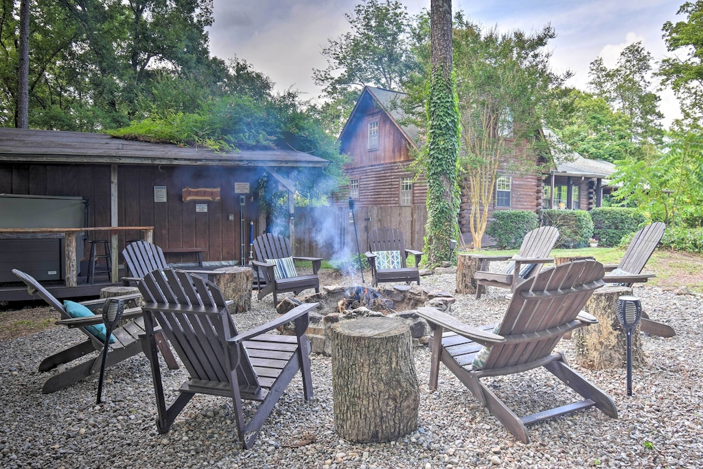 Secluded Cabins in Arkansas luxury with fire pit and hot tub