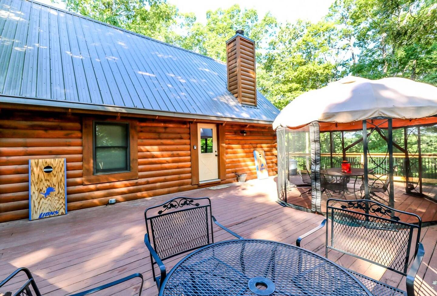 Secluded Cabins in Arkansas with fire pit and grill