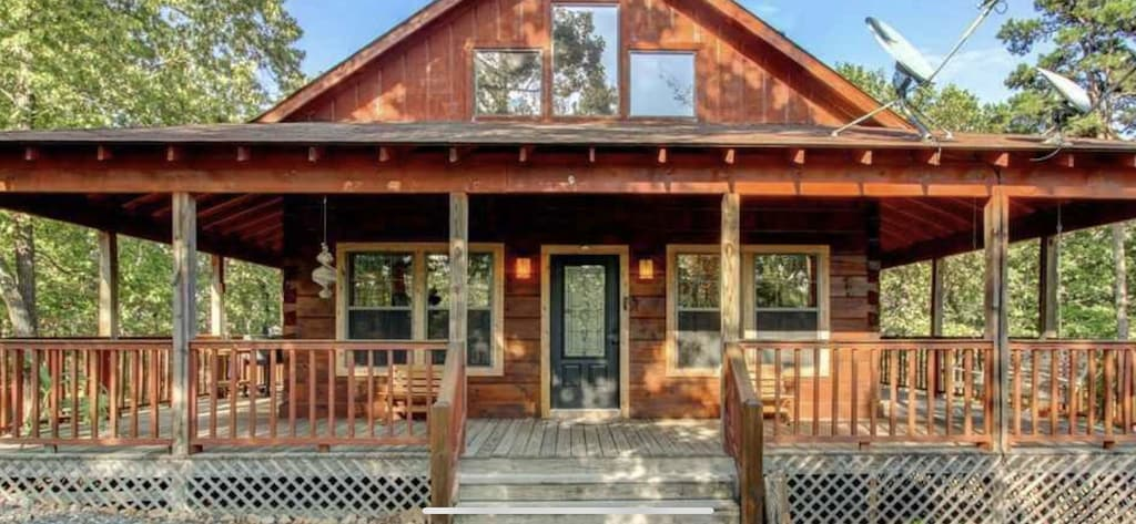 Secluded Cabins in Arkansas with hot tub, pool table and fire pit