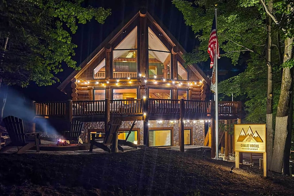 Secluded Cabins in Michigan luxury with hot tub and fire pit