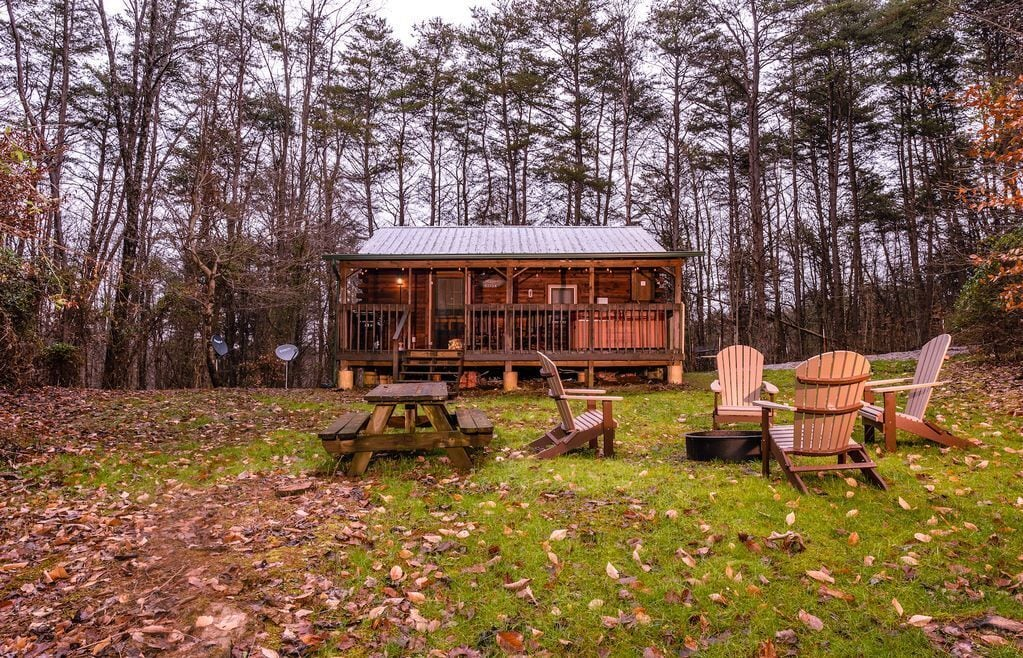 Luxury Cabins in Ohio cozy with hot tub and fire pit close to hiking trails