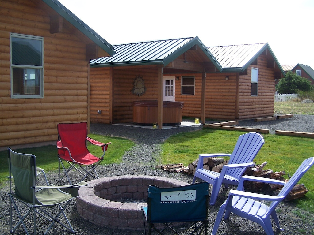 Secluded Cabins in Washington State close to Ocean Shores pet friendly with hot tub