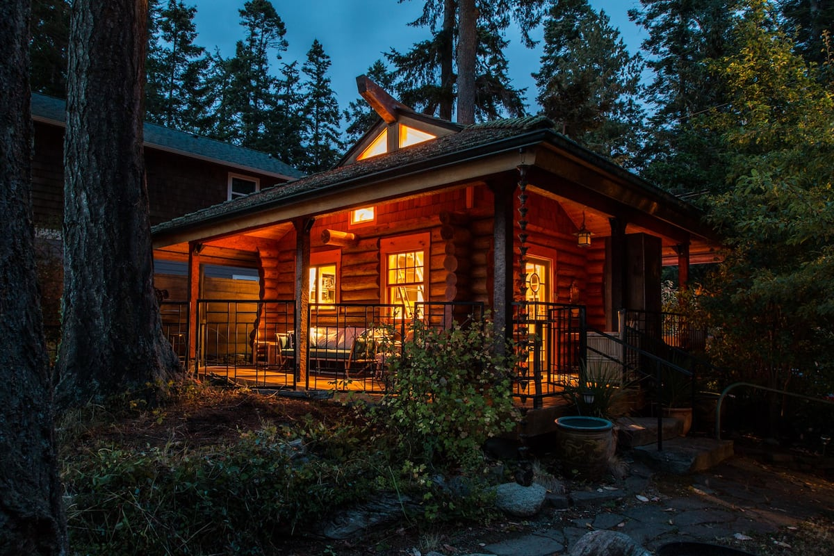 Secluded Cabins in Washington State near La Conner Waterfront cozy