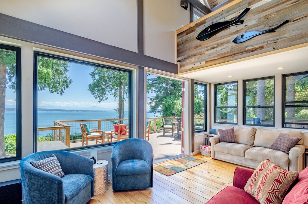 Secluded Cabins in Washington State oceanfront mountain view with fire pit close to town