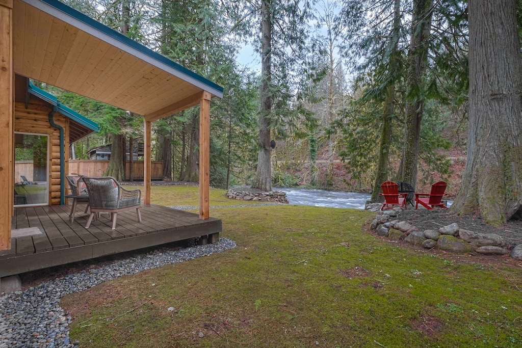 Secluded Cabins in Washington State riverfront with fire pit