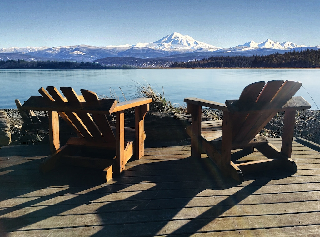 Secluded Cabins in Washington State with cascade mountain views and private beach close to town and ferry
