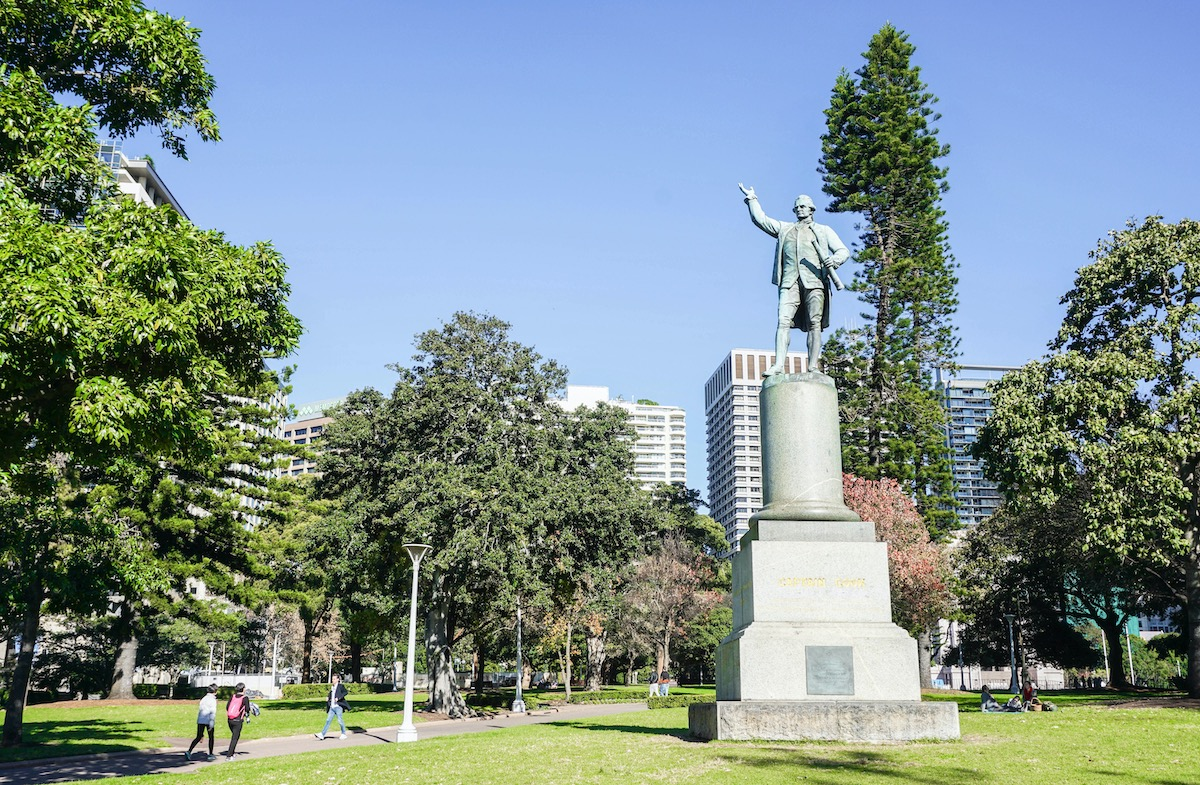 Statue of Captain Cook in the park