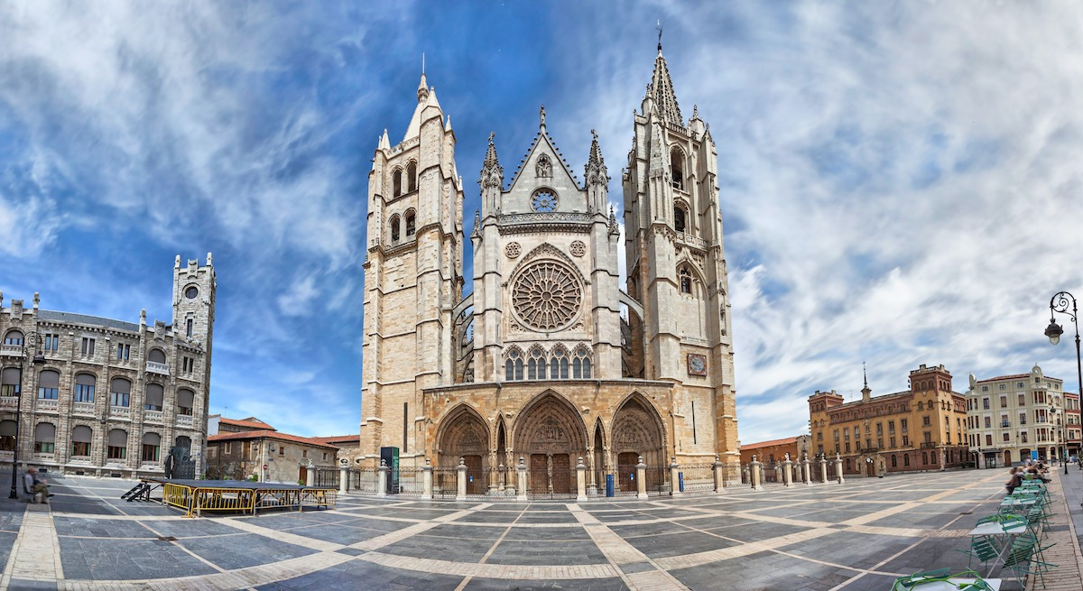 Panorama of Plaza de Regla and Leon Cathedral, SpainPanorama of Plaza de Regla and Leon Cathedral, Spain